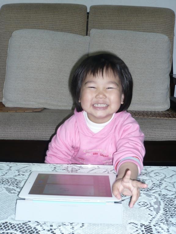 波妞玩iPad2