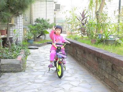 茹茹米騎腳踏車